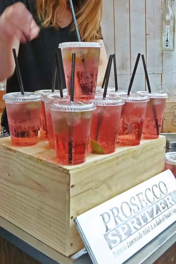 Prosecco Sprizzer auf dem Londoner Borough Market