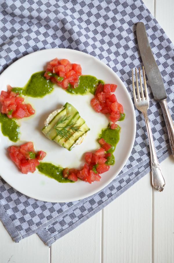 Ziegenkäsepäckchen mit Tomaten und Dill-Limonen-Vinaigrette