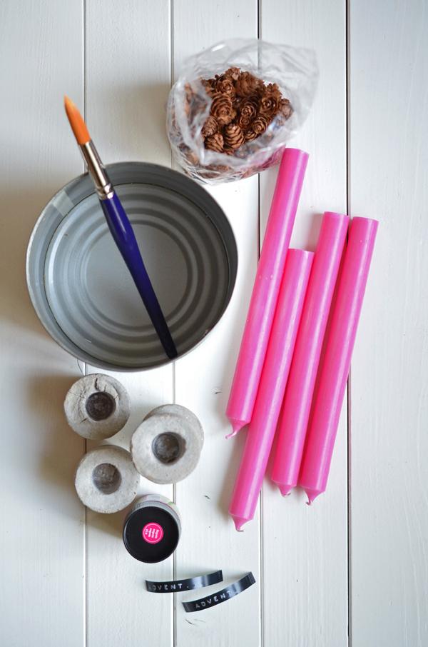Materialien für einen Adventskranz in Pink