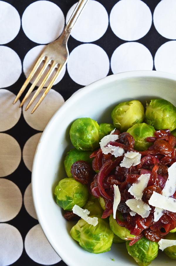 Soulfood für den Winter: Rosenkohl mit karamellisierten roten Zwiebeln (www.rheintopf.com)