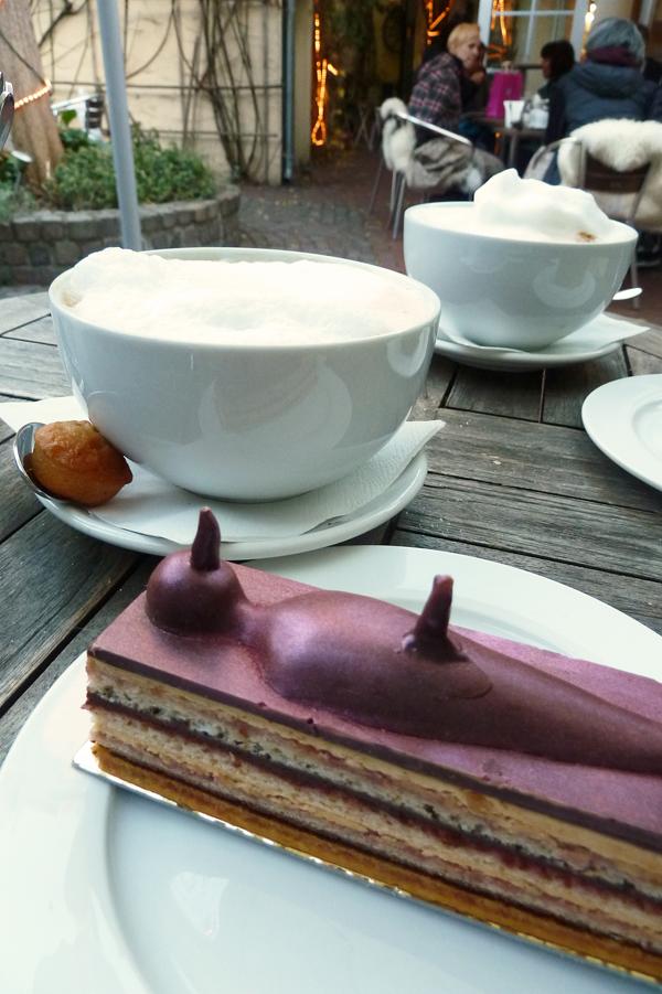 Frivoles Törtchen im Café Pure Freude in Düsseldorf