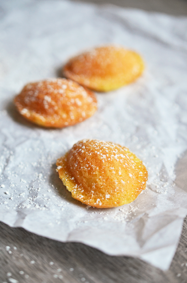 Fertige Zitronenmadeleines