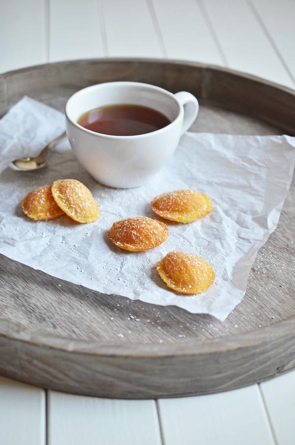 Zitronen-Madeleines zum Tee