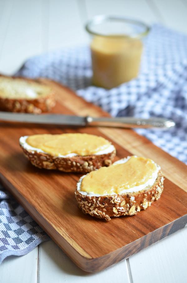 Rhabarber-Curd - sehr lecker auch auf Vollkorn-Baguette