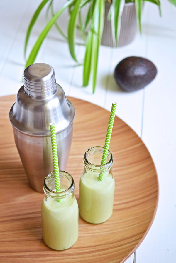 Erfrischender Sommerdrink: Avocado-Smoothie mit Kokoswasser