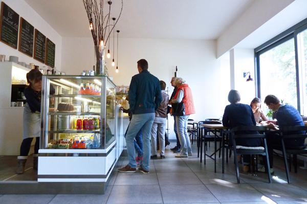 Im Eiscafé herrtotti gibt es nicht nur Eis, sondern auch hausgemachte Kuchen und Waffeln.