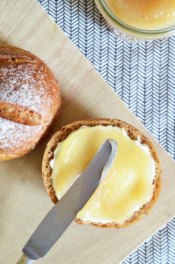 Brotaufstrich mit Birnen, olunderblütensirup und Vanille