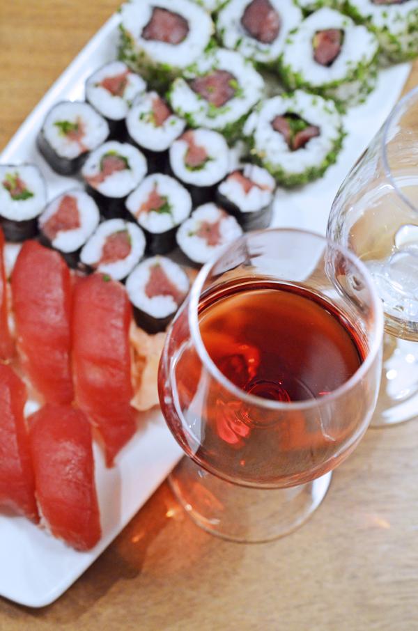 Zu Thunfisch passt ein leichter Rotwein