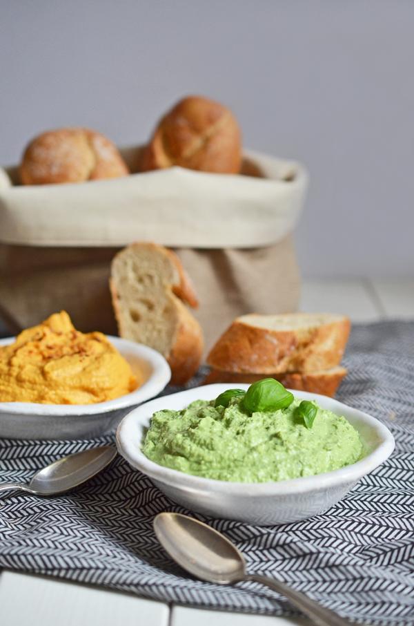 Partyfood: Basilikum-Schafskäse-Dip und Möhren-Creme