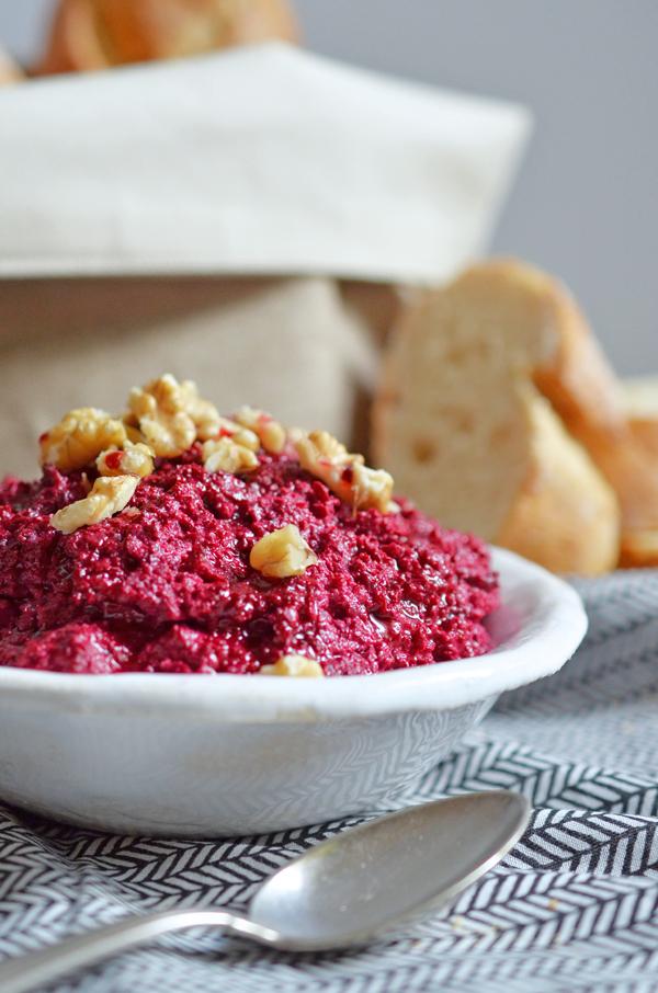 Partybuffet: Rezept für Rotoe-Bete-Dip mit Walnüssen