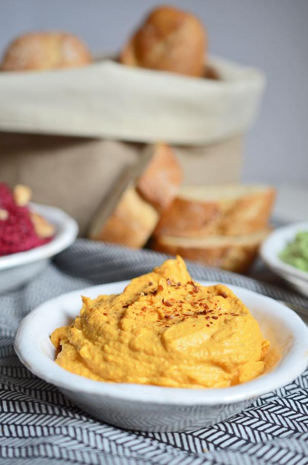 Partybuffet: Rezept für Möhren-Dip mit Ziegenfrischkäse
