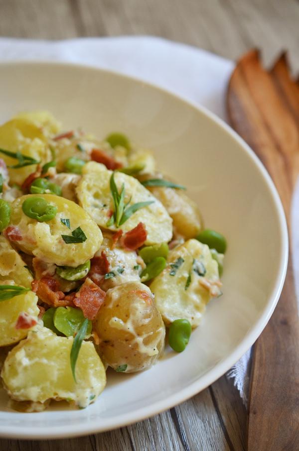 Leckerer Kartoffelsalat mit Dicken Bohnen, Bacon und Estragon