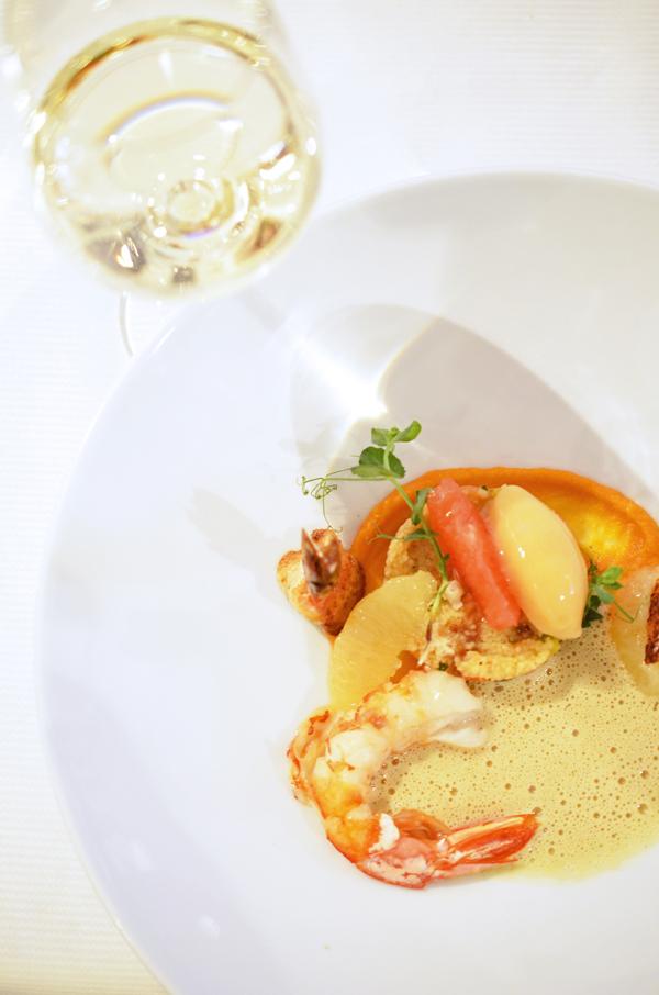 Garnelen und Perlhuhn an Couscous mit Curryschaum